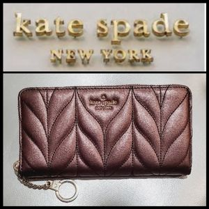 🎁KATE SPADE BriarLane Quilted metallic oak wallet